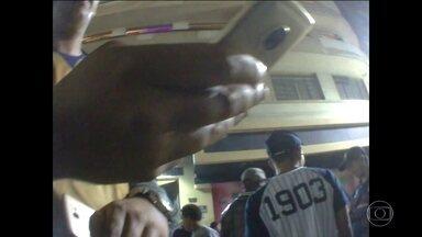 SP1 flagra venda de celulares roubados em feiras - O produtor do SP1 flagrou a irregularidade em plena luz do dia.