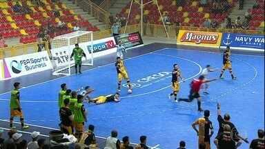 Com lance polêmico, time de Falcão perde semifinal na Liga Paulista de Futsal - Com lance polêmico, time de Falcão perde semifinal na Liga Paulista de Futsal