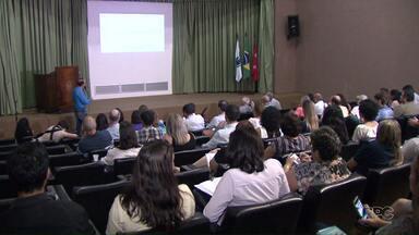 Projeto de lei do orçamento municipal de 2018 é apresentado em Londrina - A prefeitura ainda conta com a correção do IPTU que está em discussão na Câmara de vereadores.