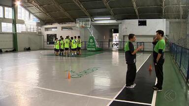 JF Celtics conta com novo técnico para times adultos - Rogério Santana ajuda projeto dos times masculino e feminino. Objetivo chegar à elite do basquete nacional