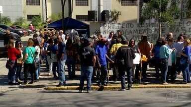 Servidores públicos de Teresópolis, RJ, protestam em primeiro dia de vice-prefeito - Assista a seguir.