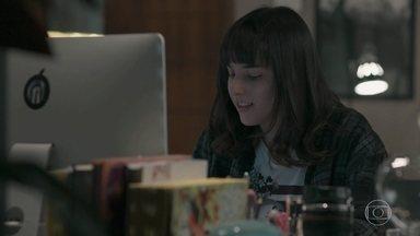 Lica junta ideias para a balada cultural - Ellen brinca com o robô Vitório e tem a ideia de fazer algo ligado à tecnologia. Lica marca uma reunião com a galera no galpão. Felipe se chateia com a falta de atenção da namorada