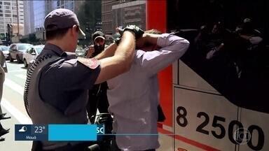 Mais um homem é preso por abuso sexual no transporte público em São Paulo - O homem foi levado para a cadeia. Quem é condenado por esse tipo de crime agora tem a opção de passar por um curso do Tribunal de Justiça.