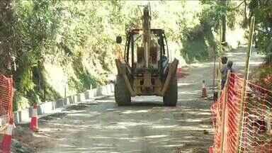 Começam obras de recuperação do asfalto na BR-485, em Itatiaia, RJ - Segundo uma pesquisa da CNT, estrada que dá acesso ao Parque Nacional é uma das piores do estado.