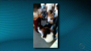 Professora agredida por aluna de 14 anos desabafa sobre ataque que sofreu - Ela foi agredida na Escola Municipal General Freitas Brandão, localizada no Bairro Getúlio Vargas, zona norte de Aracaju.