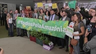 Justiça Federal suspende liberação de área da Amazônia para mineração - Juiz diz que governo não pode extinguir reserva nacional por decreto. Advocacia Geral da União anunciou que vai recorrer da suspensão.