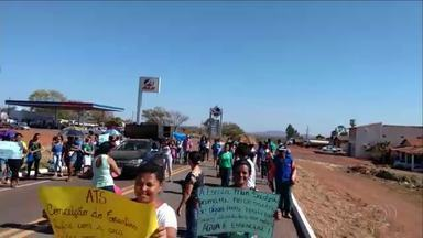 Moradores protestam em Conceição do Tocantins por falta de água - Moradores protestam em Conceição do Tocantins por falta de água