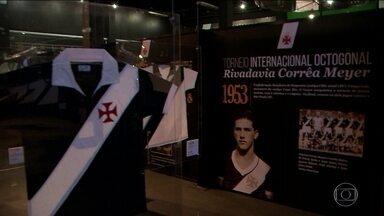 Em São Januário, exposição conta a história do Vasco através de camisas marcantes - Em São Januário, exposição conta a história do Vasco através de camisas marcantes