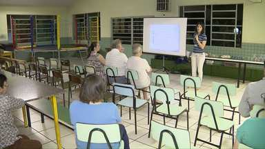 Moradores participam de reunião para esclarecer dúvidas sobre esgoto - A reunião desta quarta-feira foi com moradores da Vila Adriana.