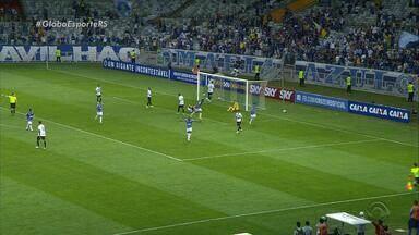 Com dois gols no fim, Cruzeiro elimina Grêmio e vai à semi da Primeira Liga - Após jogo morno e com poucas chances, Raniel e Arrascaeta marcam dois gols em cinco minutos e classificam a Raposa.