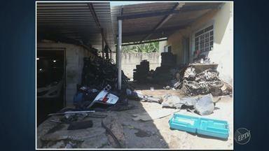 Polícia Militar encontra desmanche clandestino de veículos em Campinas - Desmanche funcionava no Jardim Cristina; Três homens foram presos após denúncias de moradores da região.