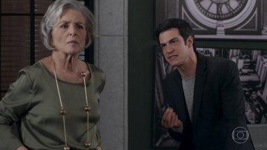 Eric aconselha Sabine a aceitar a família biológica de Dom - Sabine é resistente à ideia de permitir que o filho se relacione com a família de Cristóvão e Madalena