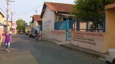 Adolescente é agredida dentro de escola na Zona Oeste de Manaus - Adolescente foi agredida com socos, puxões de cabelo e chutes.