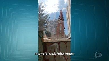 Demolição de casarão abandonado no Maracanã revolta moradores - Eles dizem que no local vivem mais de 50 gatos e que os animais não foram retirados.