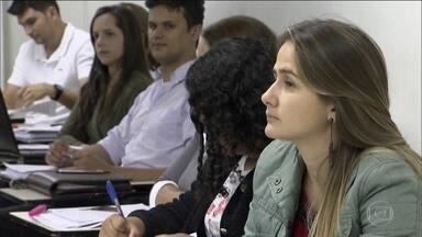Matrícula em universidade particular cai pela 1ª vez em uma década - Na rede pública, os reitores reclamam da redução dos recursos repassados pelo governo.