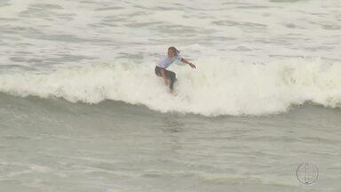 Surfistas caem na água para etapa pelo Saquarema Surf Pro - Confira a seguir.