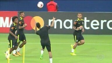 Gabriel Jesus e Neymar dão show de embaixadinhas no treino da Seleção - Gabriel Jesus e Neymar dão show de embaixadinhas no treino da Seleção