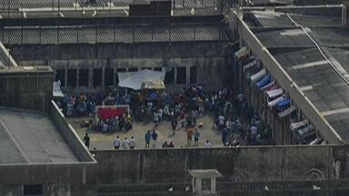 Operação transfere 20 presos de presídio de Porto Alegre - Apenados foram levados para penitenciárias em Charqueadas e Arroio do Meio. Outros 140 foram realocados internamente.