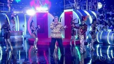 "Sidney Magal canta ""Sandra Rosa Madalena"" - Anitta dança ao som do cantor"