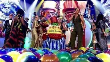 """Ivete encerra a festa cantando """"Aquele Abraço"""" - Cantora puxa um parabéns pro Chacrinha"""