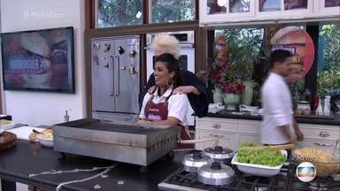 Amanda explica os diferenciais de seu hambúrguer - Chef começa a preparar sua receita para os jurados