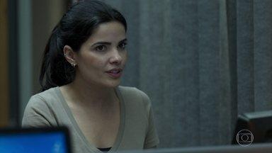 Antônia e Domênico decidem investigar Sandra Helena - Os inspetores comentam sobre a ex-namorada de Agnaldo e combinam de ficarem de olho nela