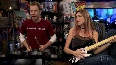 Tiago Leifert e MariMoon jogam Rock Band - Ela faz escolhas para Guns N' Roses, Aerosmith e Red Hot Chili Peppers