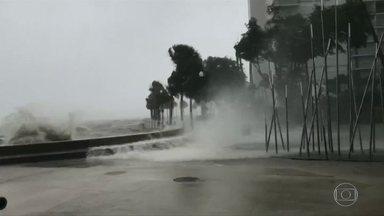Furacão Irma chega à Flórida e deixa pelo menos três mortos - Com ventos fortíssimos, furacão atingiu primeiro um conjunto de ilhas no sul da Flórida. Cerca de 1,9 milhão de pessoas ficaram sem luz no estado.