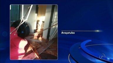 Caixa d'água desaba dentro de casa em Araçatuba - A caixa d'água de uma casa do conjunto habitacional Porto Real II, entregue me abril, em Araçatuba (SP), desabou na sala do imóvel na manhã deste domingo (10).