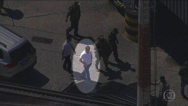 Joesley Batista e Ricardo Saud são transferidos de SP para carceragem da PF em Brasília - Joesley Batista, um dos donos do grupo J&F, e o executivo da empresa, Ricardo Saud, passaram a noite na Polícia Federal em São Paulo. Joesley Batista e Ricardo Saud não receberam visitas, nem prestaram depoimento.