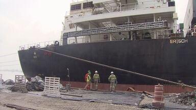 Navio de Hong Kong derrama 100 litros de óleo no Porto de Santos, SP - Acidente ocorreu na madrugada deste domingo.