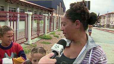 'Cidade Real' cobra reclamações no Residencial Alto do Moura - Pais e alunos estavam preocupados sobre a inauguração de escola no residencial.