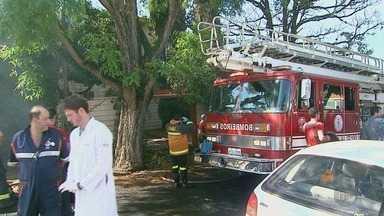 Idoso morre após casa pegar fogo em Ribeirão Preto, SP - Uma das duas sobreviventes teve 40% do corpo queimado.