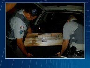Carga de quase 200 quilos de maconha é apreendida em Presidente Bernardes - Droga estava escondida em um carro.