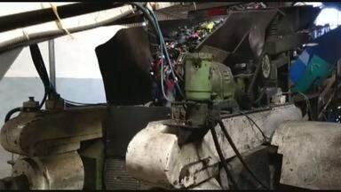 Polícia Civil destrói mil pares de sapatos falsificados em Franca, SP - Policiais da DIG apreenderam os produtos em 2016, em uma chácara localizada na Rodovia entre Franca e Ibiraci, MG.