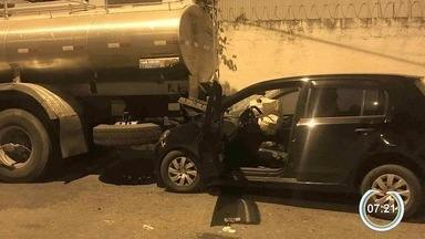 Acidente deixa motorista ferido em Guaratinguetá - Batida aconteceu no Jardim Ícaro.
