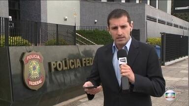Operação da Polícia Federal combate fraudes no ensino à distância - Reitor da Universidade Federal de Santa Catarina foi preso.