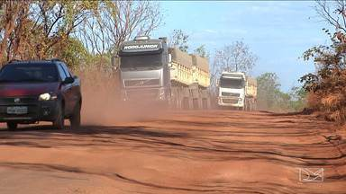 Caminhoneiros reclamam das condições de rodovia no Maranhão - Motoristas reclamam das condições da MA-006, que foi recuperada ano passado mas eles afirmam que o serviço não durou um ano.
