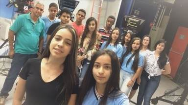 """Estudantes do projeto """"EPTV na Escola"""" visitam a emissora em Varginha (MG) - Estudantes do projeto """"EPTV na Escola"""" visitam a emissora em Varginha (MG)"""
