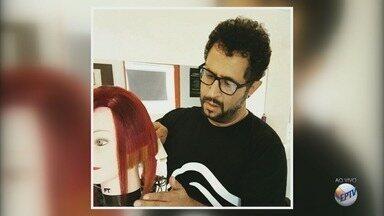G1 destaca cabeleireiro que vai participar da Copa do Mundo na França - G1 destaca cabeleireiro que vai participar da Copa do Mundo na França