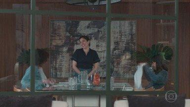 Malhação - Viva a Diferença - Capítulo de quinta-feira, 14/09/2017, na íntegra - Bóris pergunta de Lica para Ellen. Clara insinua a Felipe que algo aconteceu entre Lica e Bóris. Tina e Keyla sentem ciúmes Anderson e Tato.
