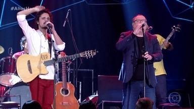 Walter Franco canta o sucesso 'Canalha' - Walter canta junto com seu filho