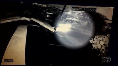Vídeo mostra momento em que criança é atropelada em acidente em Goiânia - Segundo a Polícia Civil, caminhão perdeu o freio.