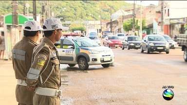 Especialista fala responsabilidades de motoristas, pedestres e ciclistas - Especialista fala responsabilidades de motoristas, pedestres e ciclistas.