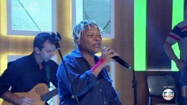Mart'nália homenageia Luiz Melodia com 'Estácio, Holly Estácio' - Ela canta com Zé Ricardo. Confira!