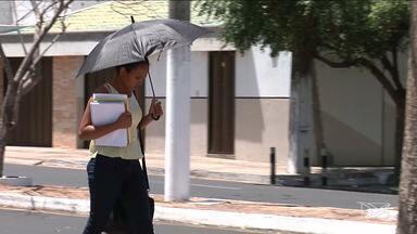 População em Caxias tenta amenizar efeitos do calor - Região leste do Maranhão vive seus dias mais quentes do ano, com temperaturas que beiram os quarenta graus.