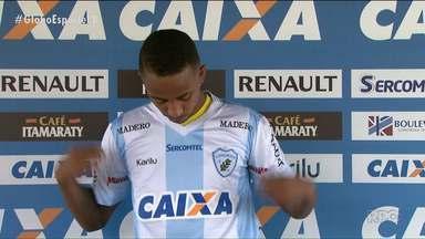 """Londrina apresenta seu novo atacante, o """"homem da lambreta"""" - Famoso por seu drible na primeira rodada do Campeonato Paranaense, Ítalo deixou o Paraná Clube para defender o Tubarão"""