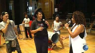 Grupo Quabales ensaia para se apresentar no Rock in Rio - A repórter Mayara Magalhães tem as informações.