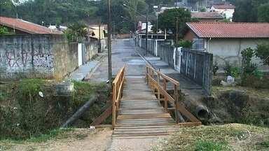 Prefeitura conserta ponte do bairro da Colônia em Jundiaí - A Prefeitura de Jundiaí (SP) cumpriu a promessa e consertou a ponte do bairro da Colônia.