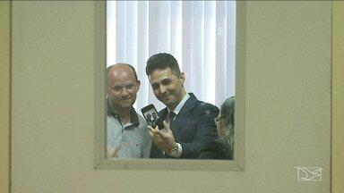 Acusados de agiotagem e da morte do jornalista Décio Sá tiram selfie após audiência - Acusados de agiotagem e da morte do jornalista Décio Sá tiram selfie após audiência